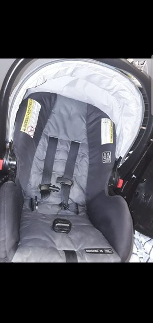 Baby car seat with base for Sale in Chicago, IL
