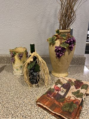 Wine Decor Set for Sale in Lakeside, AZ