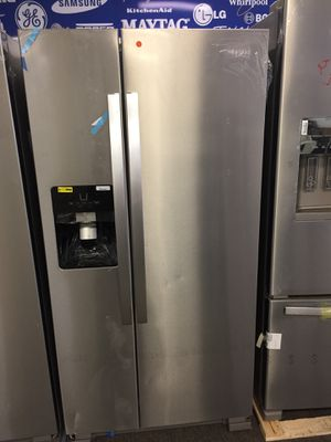 Whirlpool stainless steel refrigerator for Sale in Charlotte, NC