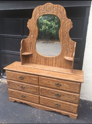 6 Drawer Dresser With Mirror for Sale in St. Louis, MO