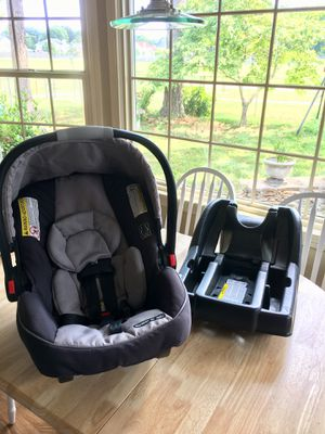 Graco Snugride 35 Click and Connect Infant Car Seat with Base for Sale in Virginia Beach, VA