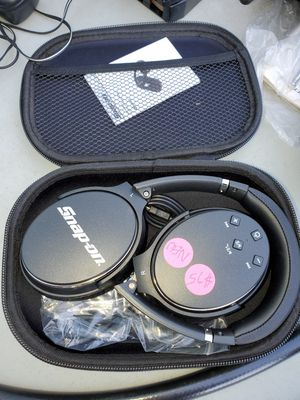 Snap On headphones Bluetooth *NEW for Sale in Jeannette, PA
