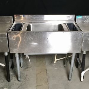 Ice Well with 10 circuit cold plate & Two drain bar board for Sale in Las Vegas, NV