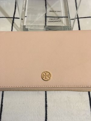 Authentic Wallet Tory Burch in beautiful pink tone for Sale in Renton, WA