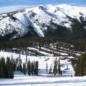 Snowboard Season Pass for Sale in West Sacramento, CA