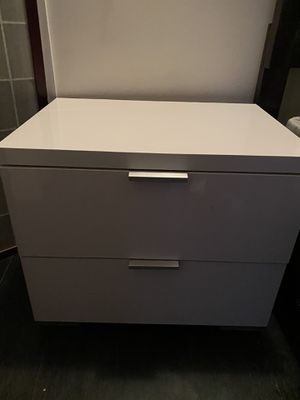 White nightstand for Sale in Huntington Park, CA