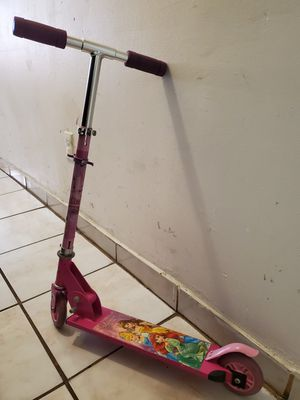 Disney princess kick scooter and more bundle deal for Sale in Miami Beach, FL