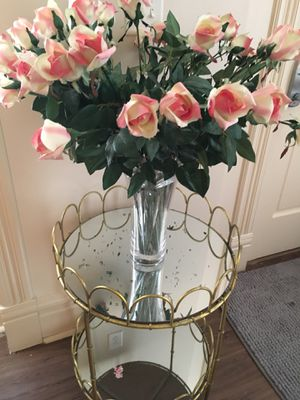 Enchanting 2 tier mirror table 🌻🌻 for Sale in St. Louis, MO