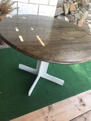 Round dinning table for Sale in Spring Valley, CA