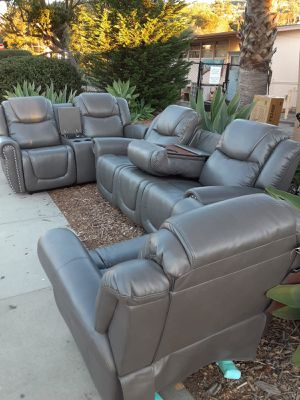 Sofa reclinable disponible for Sale in Los Angeles, CA