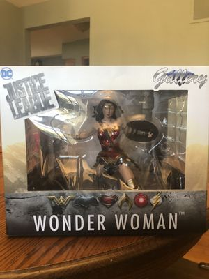 Brand New! Wonder Woman DIAMOND SELECT TOYS DC Gallery: Justice League PVC Vinyl Figure for Sale in Chicago, IL