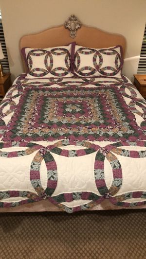 Queen quilt and 2 Pillow Shams for Sale in Leesburg, VA