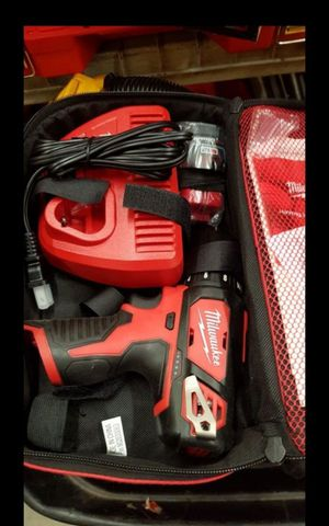 MILWUAKEE M12 CORDLESS SPEED DRILL DRIVER KIT BATTERY AND CHARGER BRAND NEW for Sale in San Bernardino, CA