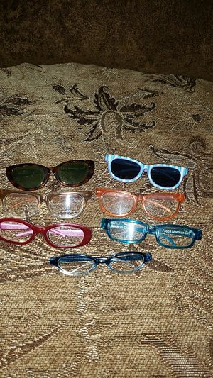 American girl doll /sunglasses and glasses for Sale in Los Angeles, CA