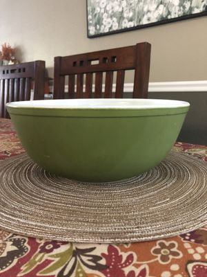 Pyrex 404 Avocado 4qt for Sale in Vacaville, CA
