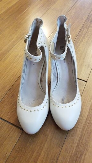 White and gold heels size 8 for Sale in Columbus, OH