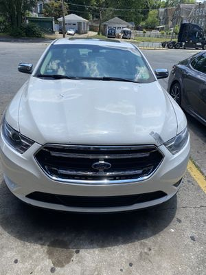 2013 white Ford Taurus no issues car runs great for Sale in Philadelphia, PA