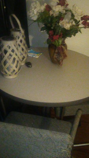 Small table 2 chair's. Kitchen. Dorm. Office for Sale in North Providence, RI