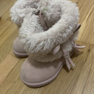 Size 5 Boots Girls Toddler for Sale in Santa Fe Springs, CA