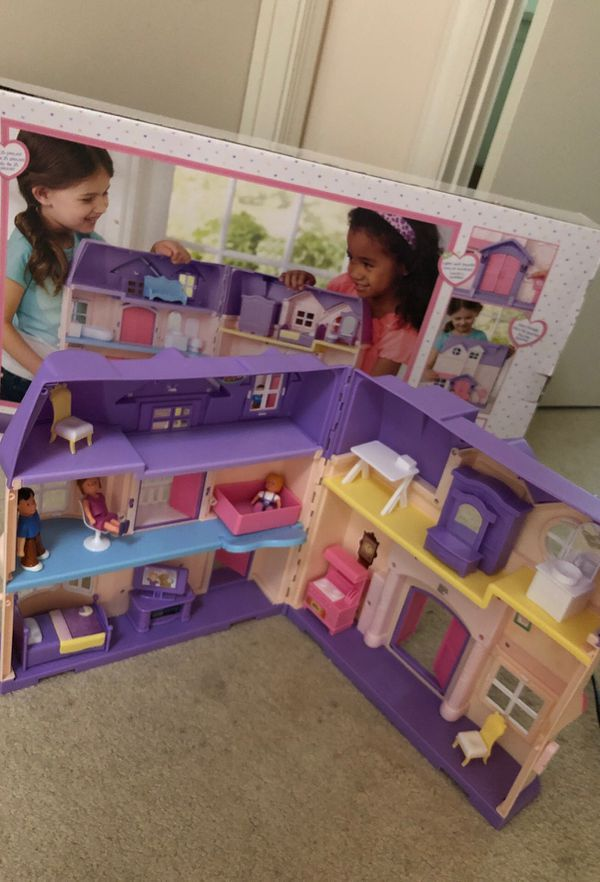 Dollhouse Set (You&Me) Great Condition