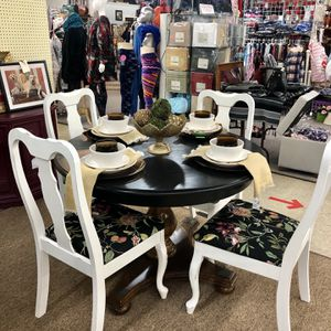 Black And White Distressed Dining Set for Sale in Snellville, GA