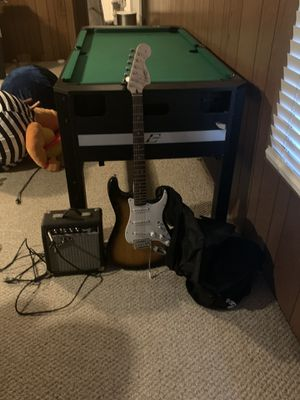 Fender guitar beginner set with amp & carrying bag for Sale in Seal Beach, CA