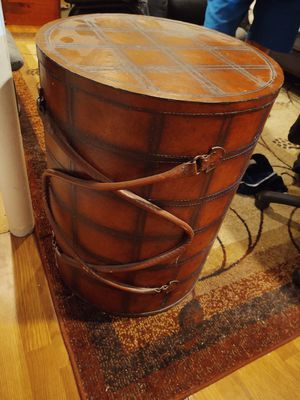 Leather Barrel end table for Sale in Hilliard, OH