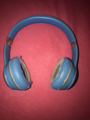 Beats by Dr. Dre Solo2 Wireless On-Ear Headphone (Flash Blue) for Sale in Colma, CA