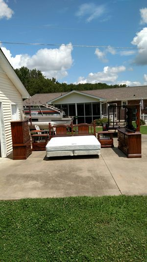King-size Bedroom Suite for Sale in Williamston, SC