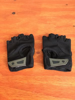 Exercise/workout gloves for Sale in Tucson, AZ
