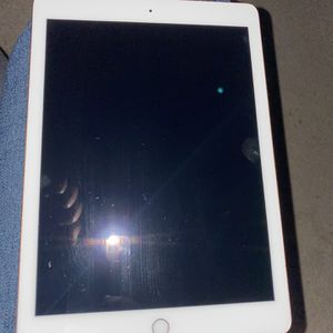iPad 9.7inch for Sale in Raleigh, NC