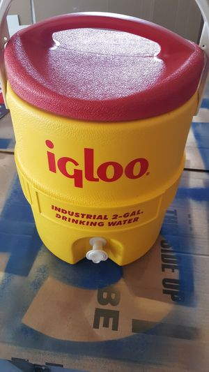 Igloo industrial water cooler 2 gal for Sale in Burr Ridge, IL