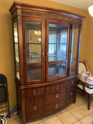Lighted hutch, mirrored top cabinet for Sale in Boca Raton, FL