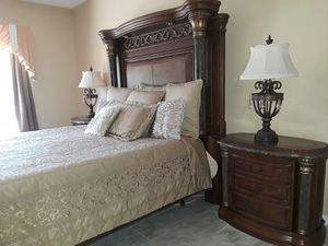 Aico Torino king bedroom set. for Sale in Lake Wales, FL