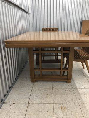 Early American circa 1956 Blonde Mahogany dining table for Sale in North Little Rock, AR