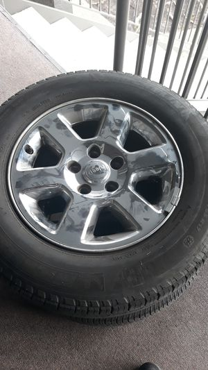 Jeep wheels size P245/65R17 for Sale in Algona, WA