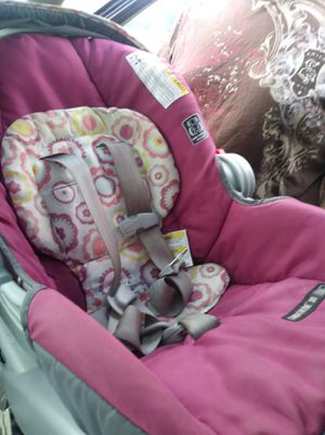 Greco Snugride 30 infant car seat with base for Sale in Millsboro, DE