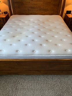 King Size Mattress and Box Springs for Sale in Wenatchee,  WA
