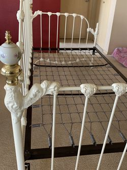 Twin size day bed for Sale in Roy,  WA