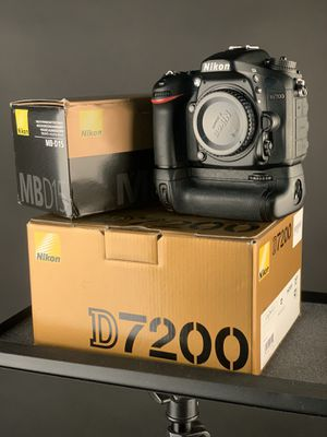 Nikon D7200 DSLR camera w/ Battery Grip + extras for Sale in South Gate, CA