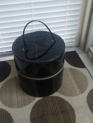 Retro Round Black Vinyl Wig/Hat Zipped Travel Tote for Sale in MONTGOMRY VLG, MD