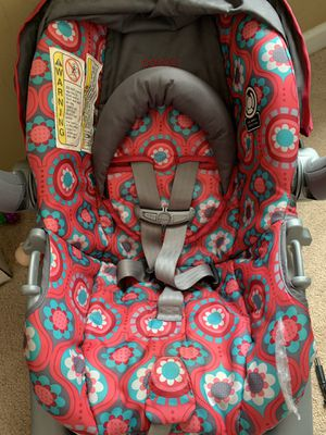 Infant car seat and base for Sale in Greer, SC