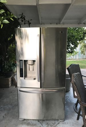 Free LG refrigerator not working. for Sale in Westminster, CA