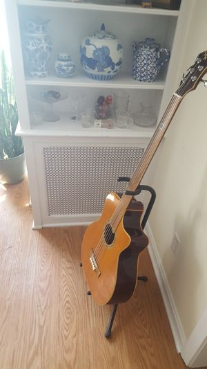 Mike Kelly fretless bass with fishman electronics for Sale in Branford, CT