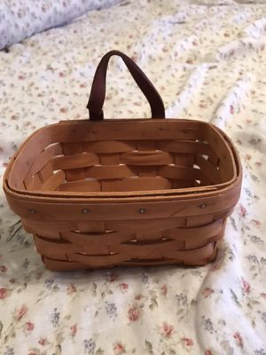 Small Longaberger Basket for Sale in Anderson, SC