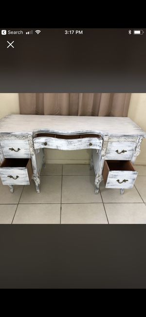 Desk and chair for Sale in West Palm Beach, FL