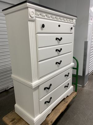 Elegant white black color tall chest drawers dresser furniture for Sale in Lake Elsinore, CA
