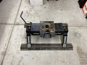 Reese 14,000 LB Classic Fifth Wheel Hitch for Sale in Torrance, CA