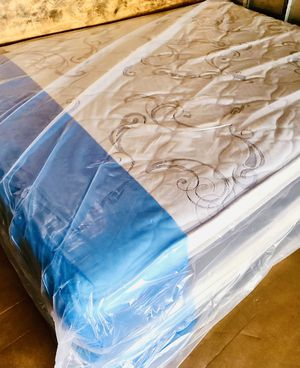 TOTALLY NEW QUEEN MATTRESS PILLOW TOP SET WITH BOX SPRING- WE DELIVER 🚚 for Sale in Royal Palm Beach, FL