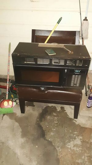 Over the Stove or under the cabinet Kenmore Microwave for Sale in Lampasas, TX